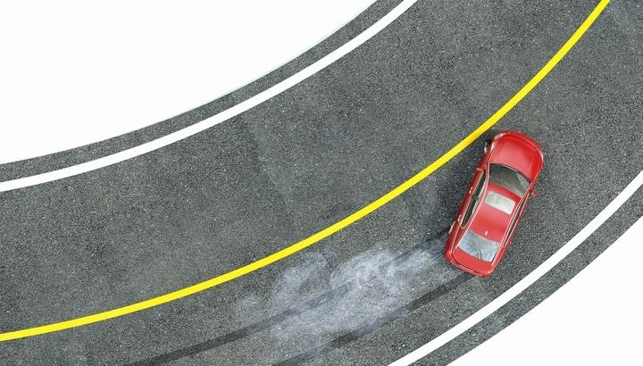 ESCとは?自動車の横すべり防止装置の基礎知識