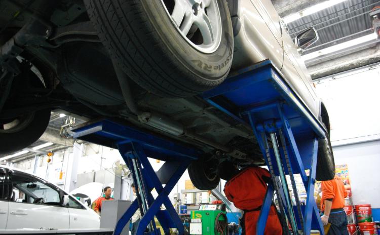 自動車整備士を目指すには?仕事内容、資格、年収は?