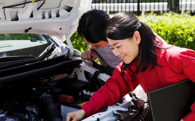 【女性整備士を目指すには】女性でも自動車整備士になれるのか?